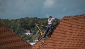 Skuteczne uszczelnianie dachów z wykorzystaniem polimocznika